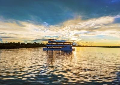 the zambezi river facts, fishing and canoeing safaris